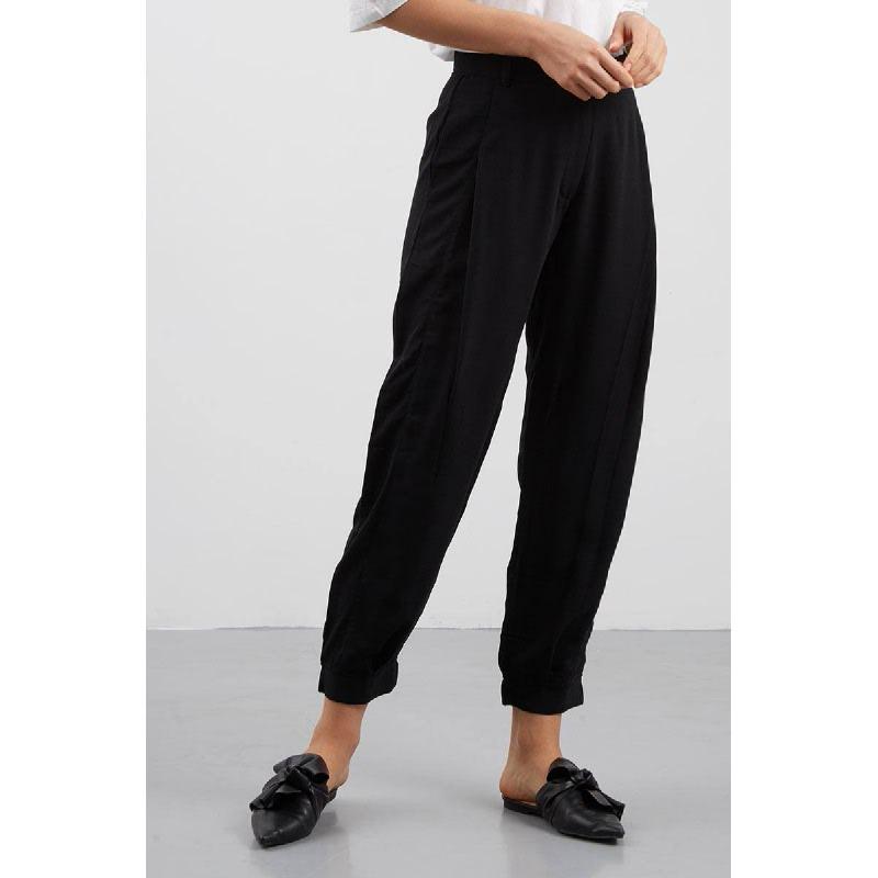 Pilono Pleats Pants Black