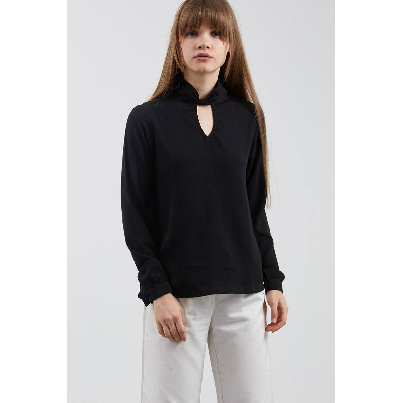 Julsa Knot Shirt In Black