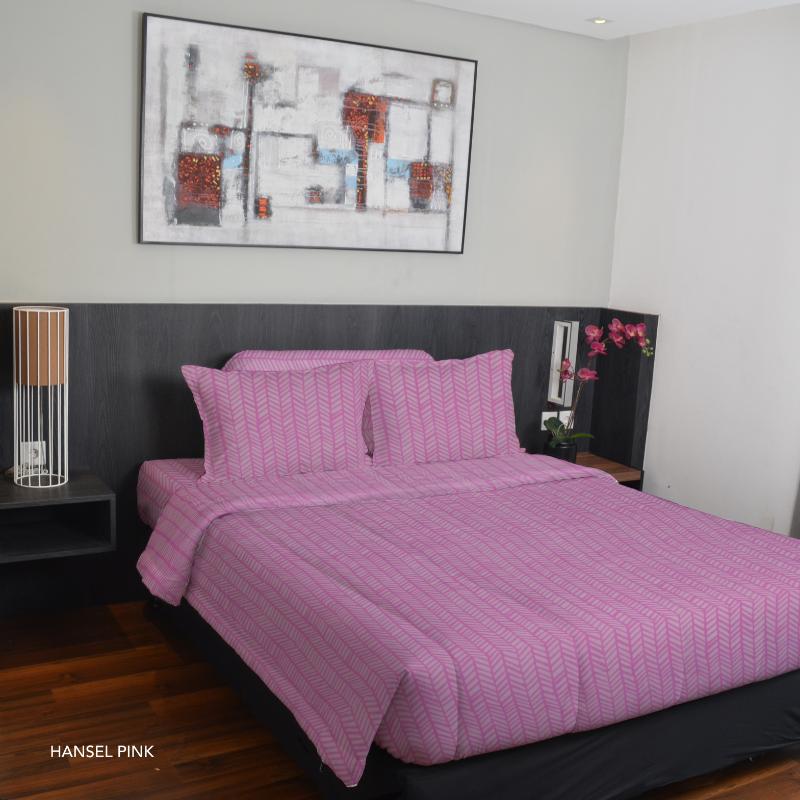 King Rabbit Set Seprei Sarung Bantal Full Size 120x200x40cm Motif Hansel - Pink