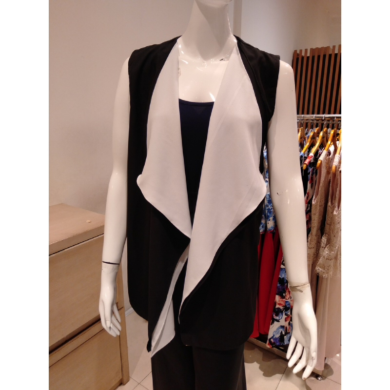 Basa Maja Outerwear Black White