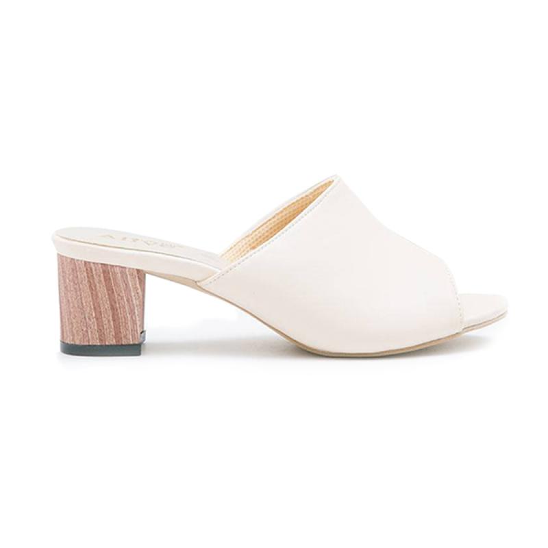 AliveLoveArts Cassey-Wood Heels Cream