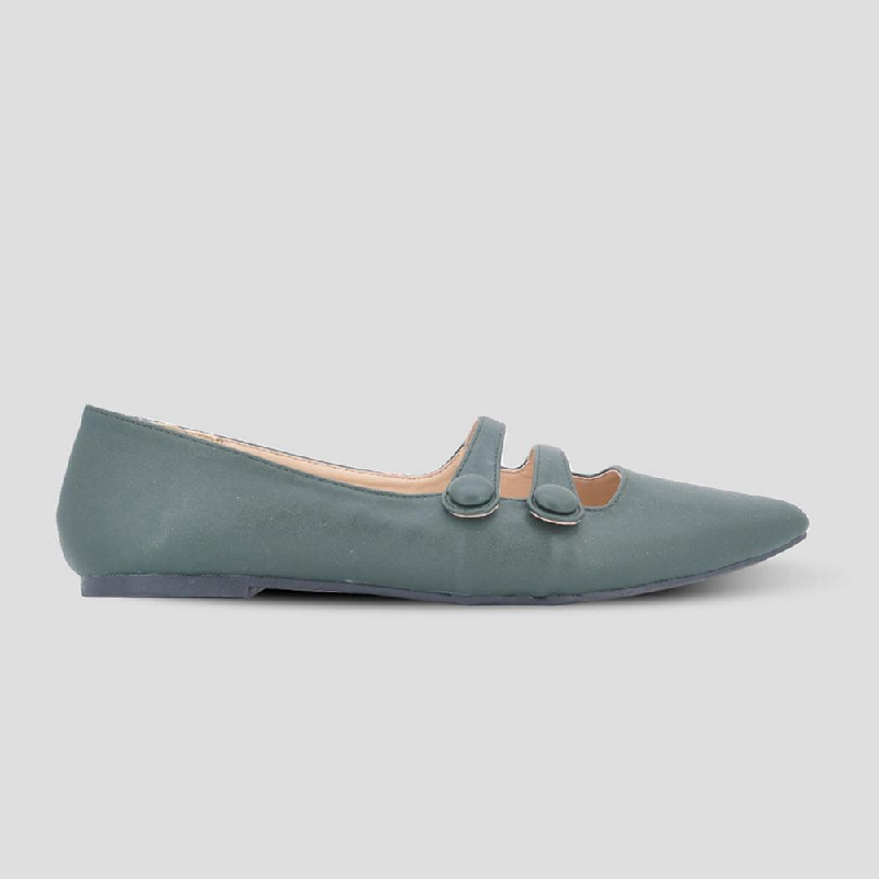 The Little Things She Needs Flat Shoes Nichelle Green
