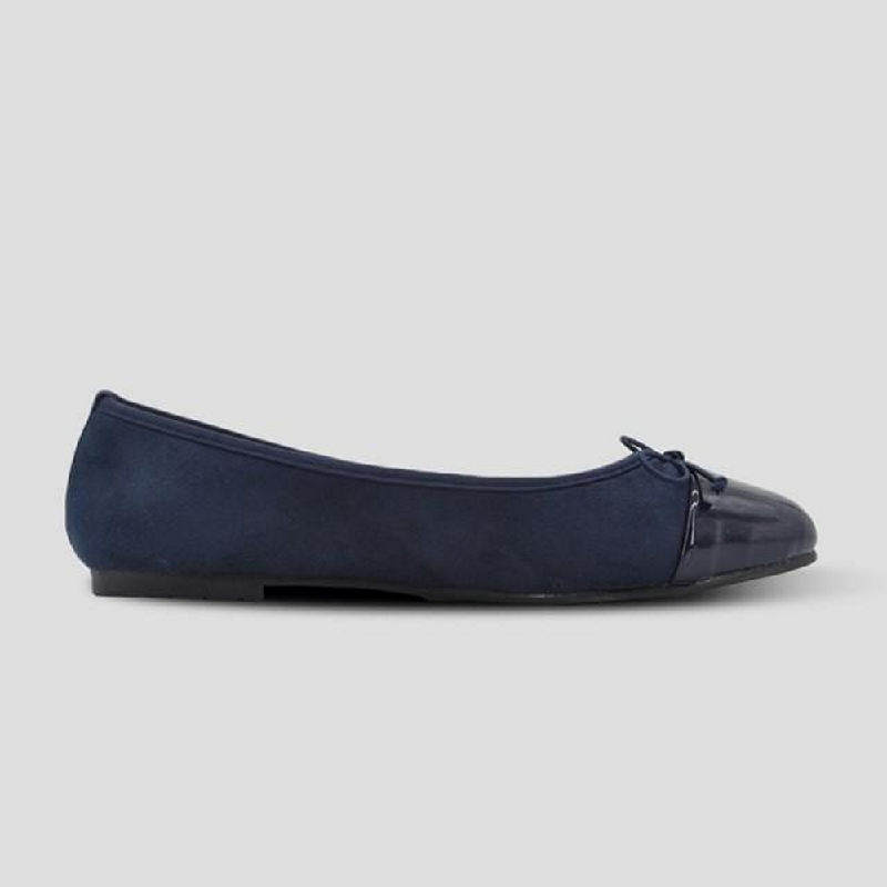 The Little Things She Needs Flat Shoes Briana Navy