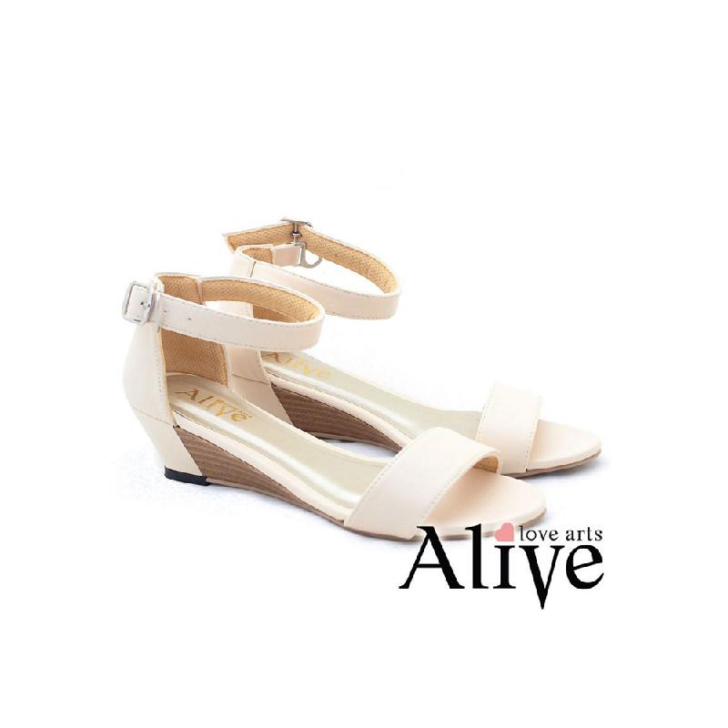 AliveLoveArts Boci Wedges Cream