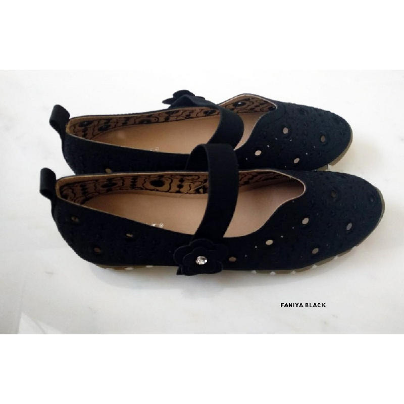 Ernestine Flat Shoes Famya Black